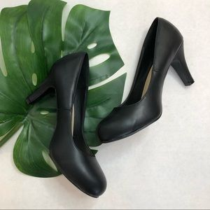 Torrid black heels size 10